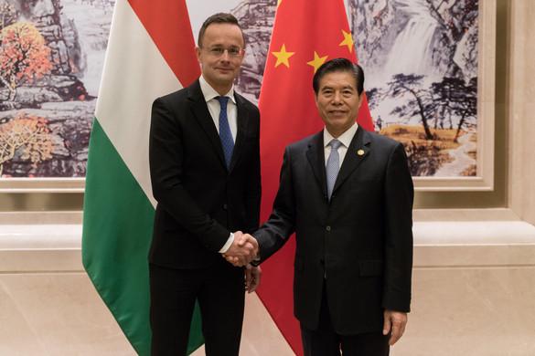 Szijjártó: Magyarország egyre vonzóbb befektetési cél a kínai vállalatoknak