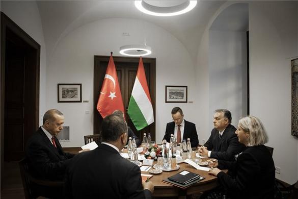 Fidesz: Törökország kulcsfontosságú a migráció megfékezésében