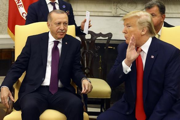 """Donald Trump """"régi jó barátjának"""" nevezte Erdogant"""