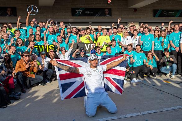 Megközelítette Schumacher csúcsát Hamilton
