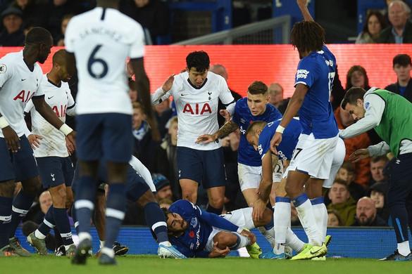 Megműtik az Everton horrorsérülést szenvedett középpályását
