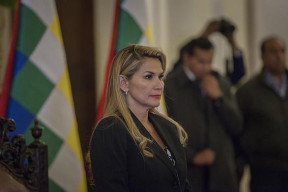 Moszkva és Washington is elismerte Bolívia átmeneti elnökét