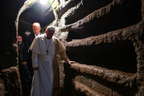 Ferenc pápa egy római katakombában mutatott be misét