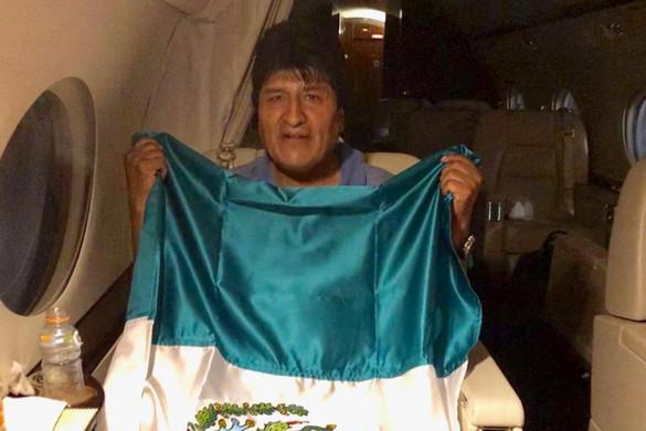 Morales Mexikóba menekült