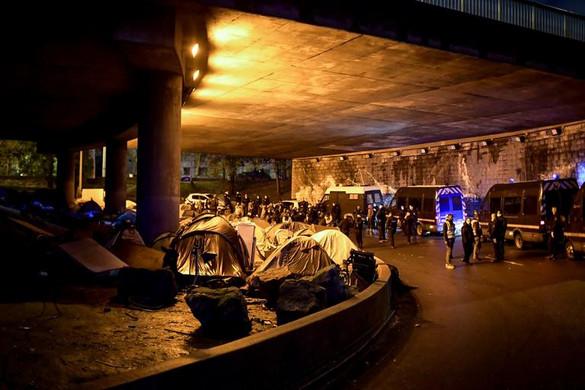 Ismét sátortáborokat számoltak fel Párizsban