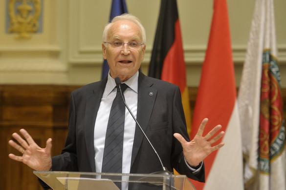 Edmund Stoiber: A legfontosabb feladat, hogy összetartsuk Európát