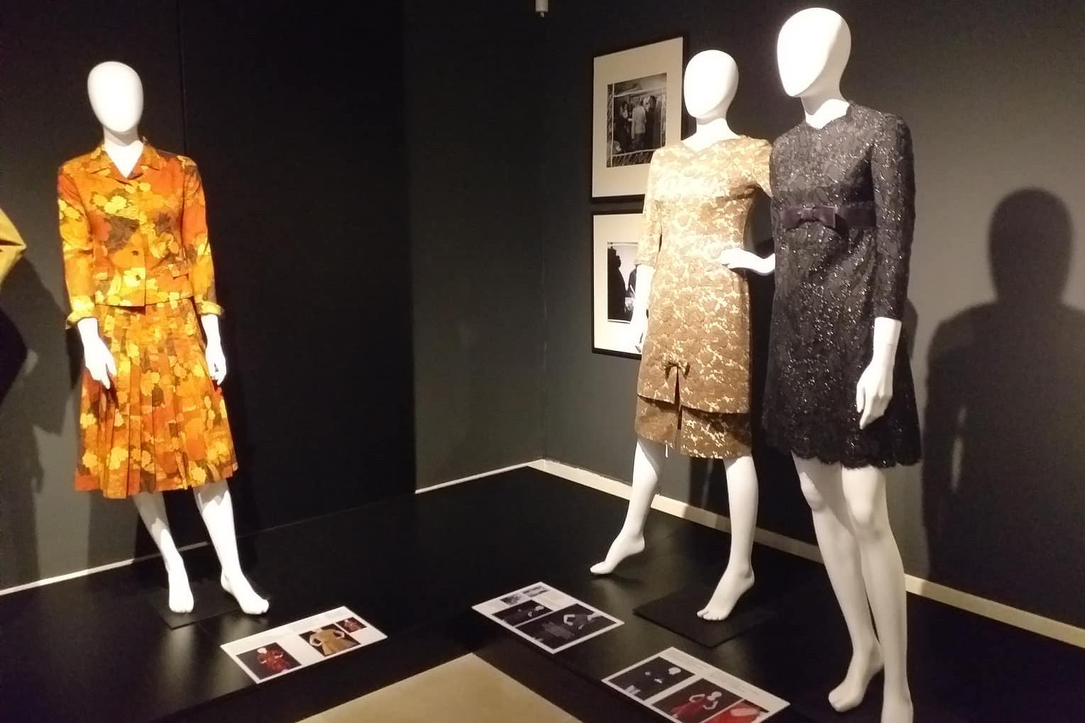A kiállításra 103 ruha gyűlt össze magánszemélyektől
