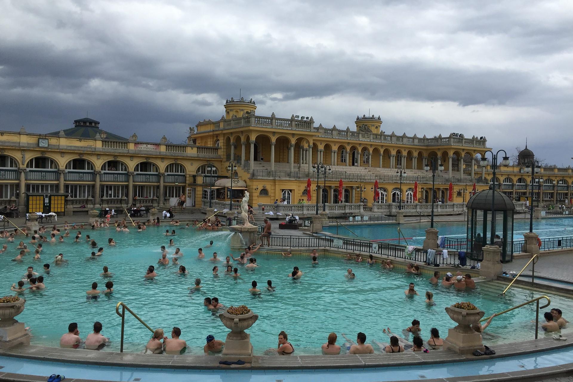 A nyitott Széchenyi-fürdő télen-nyáron remek hely a pihenésre
