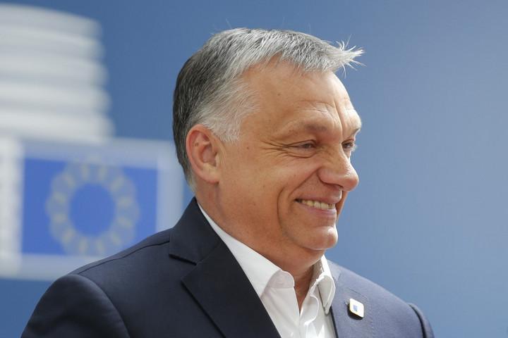 Orbánt dicséri a Politico