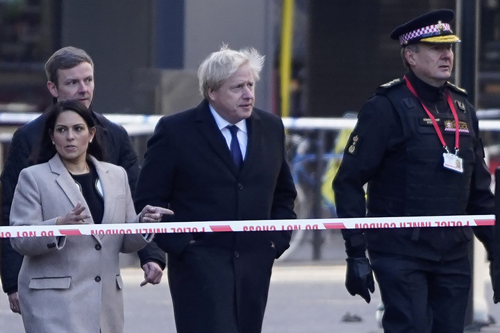 A brit kormány sürgősséggel felülvizsgálja a szabadlábra helyezés szabályozását