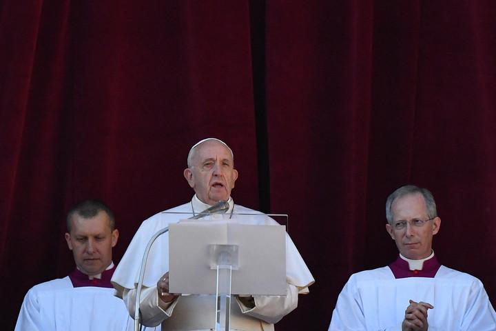 Békét és megvilágosodást sürgetett Ferenc pápa