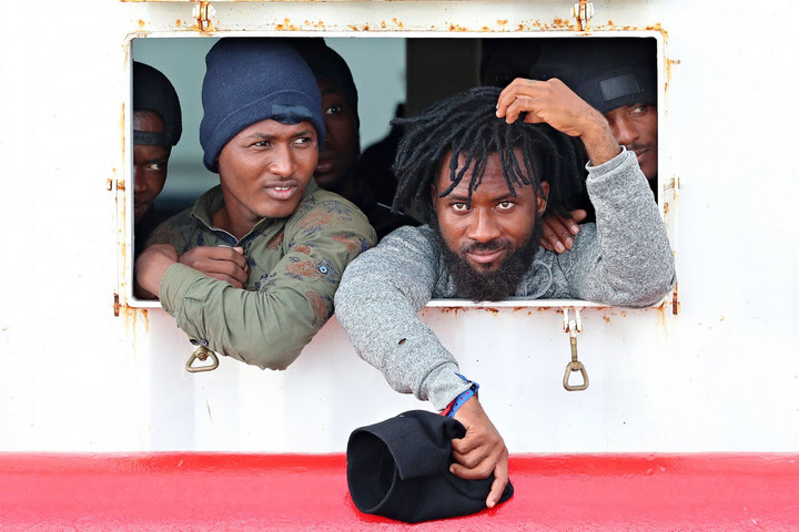 Újra nyitva a migránsok előtt az olasz kikötők