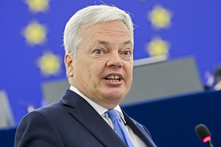 Uniós forrásokkal akarják zsarolni a tagállamokat