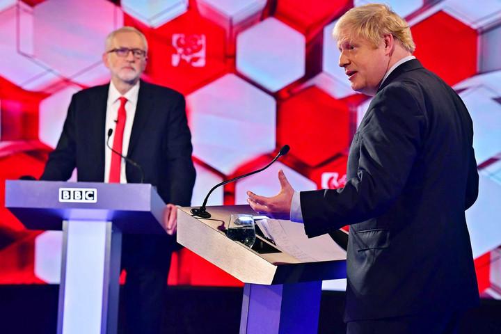 Johnson továbbra is a bevándorlási szabályok reformját ígéri a választóknak, Corbyn új Brexit-szavazással kampányol
