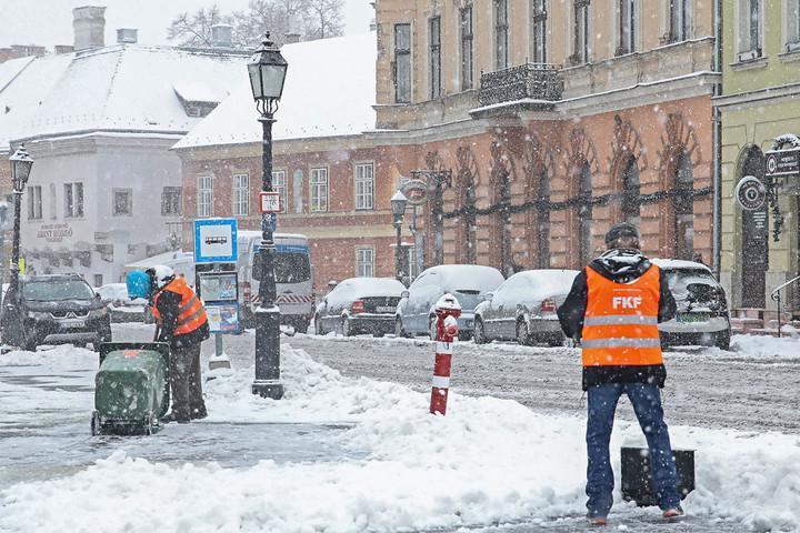 Padlóra küldte Budapestet az első decemberi havazás