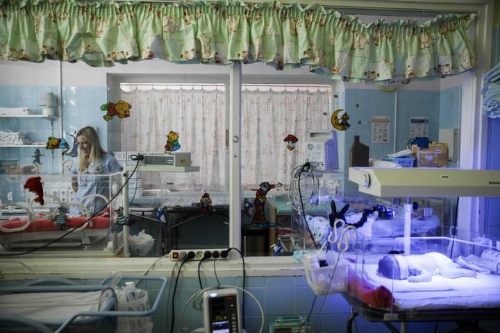 Ötvenhárom állami kórház szülészetét fejlesztik