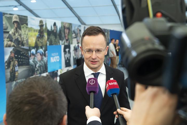 """""""Addig blokkoljuk Ukrajna NATO-közeledését, amíg a kárpátaljai magyarok vissza nem kapják a jogaikat"""""""