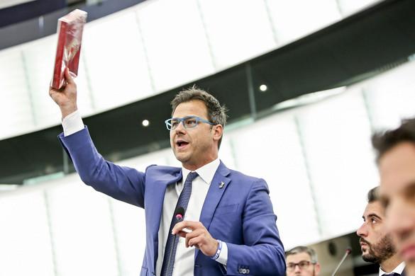 Egymillió forintos büntetés az Európai Parlamentben