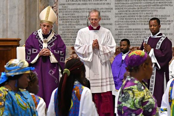A fogyasztói kultúrát bírálta Ferenc pápa