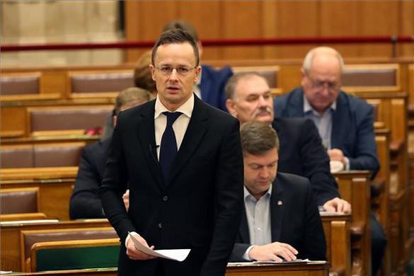 Magyarország blokkolja a NATO-Ukrajna tanácsüléseket, amíg nincs megállapodás a kisebbségi jogokról