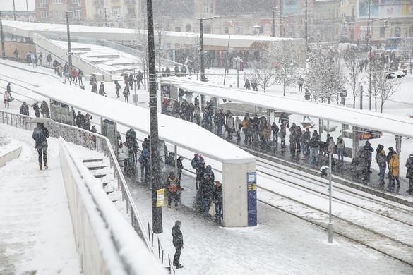 Megbénult Budapest egy kis hótól