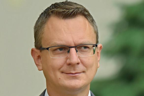 Rétvári: A magyar alkotmány a legmagasabb szintre emelte a nemzeti összetartozás eszméjét