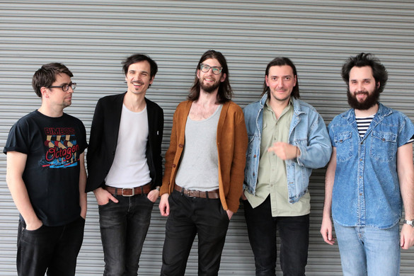 Kex feldolgozásalbumot ad ki a The Qualitons