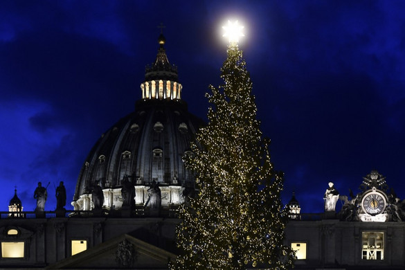 Karácsonyi hangulat költözött a vatikáni Szent Péter térre
