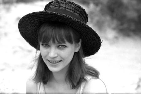 Elhunyt AnnaKarina, a francia újhullám legendás színésznője
