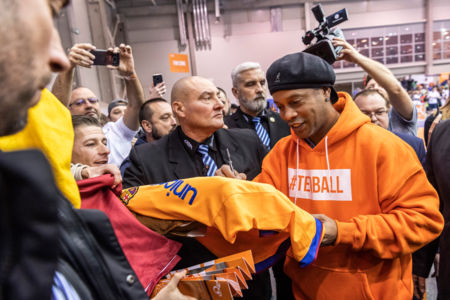 Ronaldinho megérkezett, kezdődik a budapesti teqball-világbajnokság