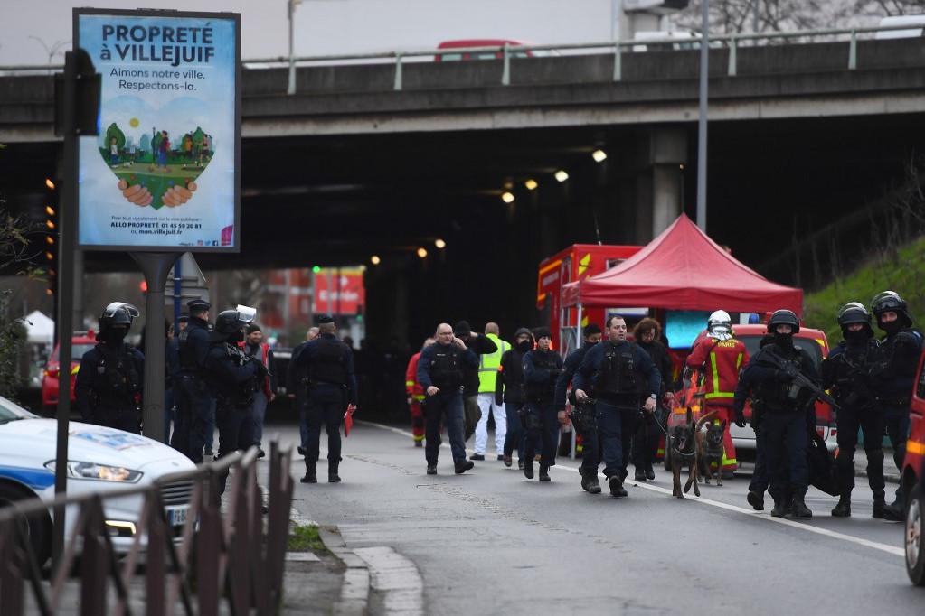 A késes támadás a Párizstól déli irányban hét kilométerre fekvő Villejuif településen történt