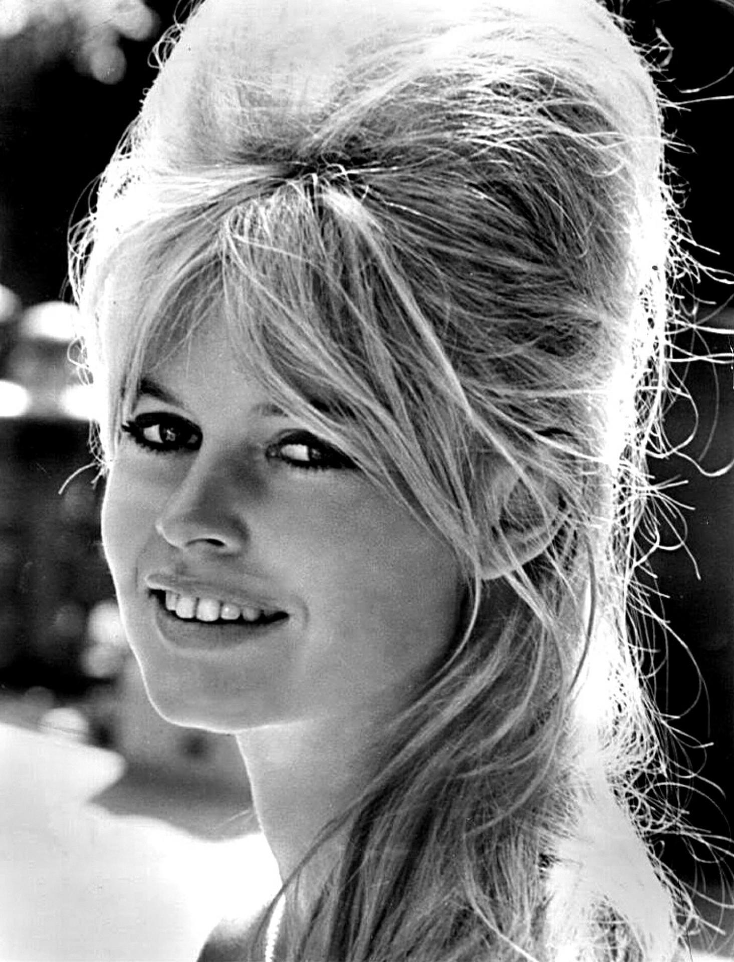 Bardot a frizuráját, a figaró a feleségét köszönheti neki