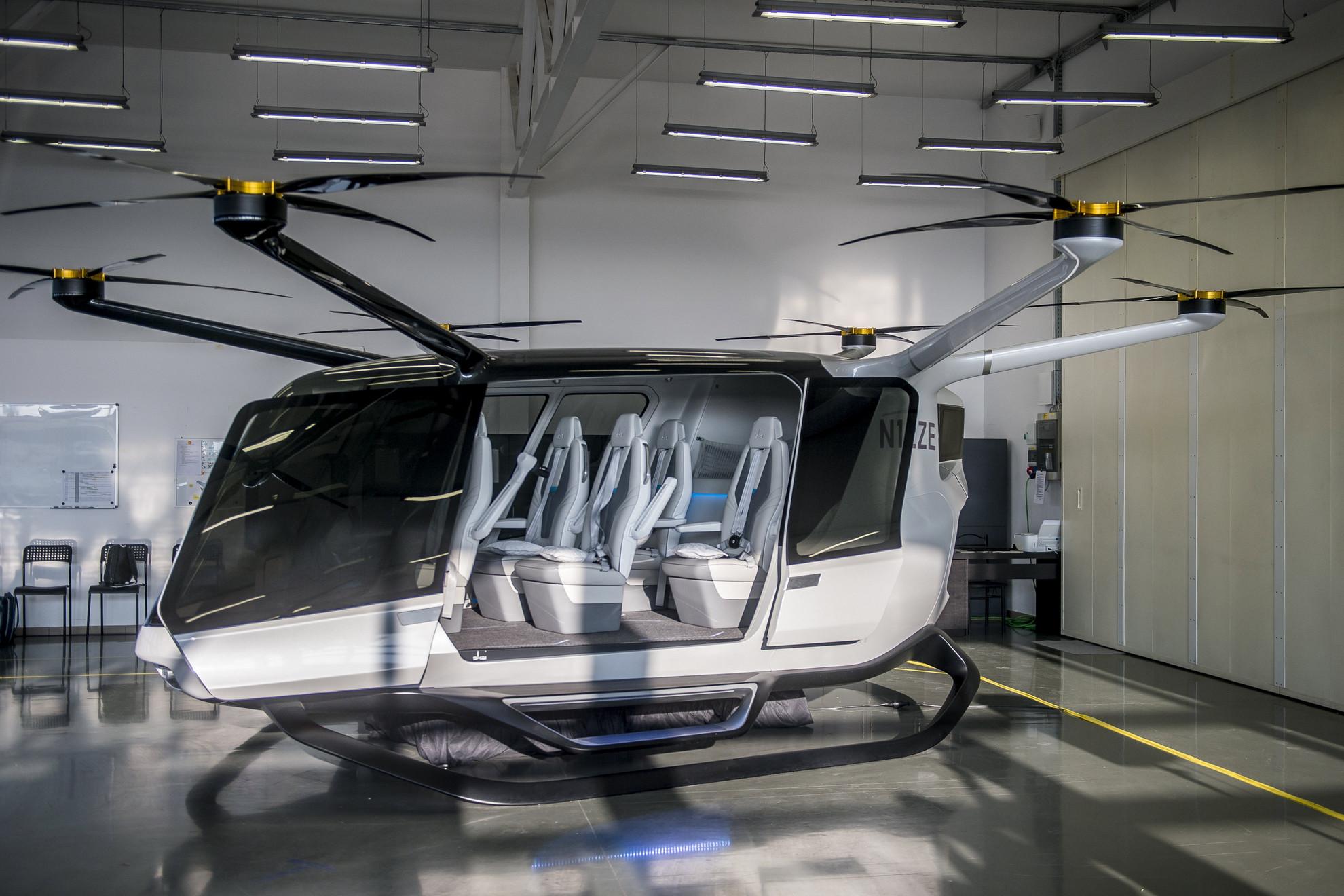A Genevation Aircraft Kft. hidrogénüzemanyagcella-meghajtású, személyszállításra is alkalmassá tehető, de még fejlesztés alatt álló drónja