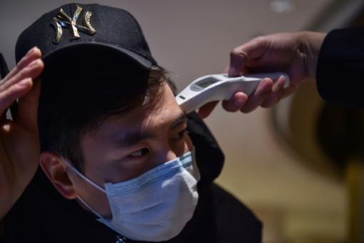 Számos országban vizsgálatnak vetik alá a Kínából érkezőket