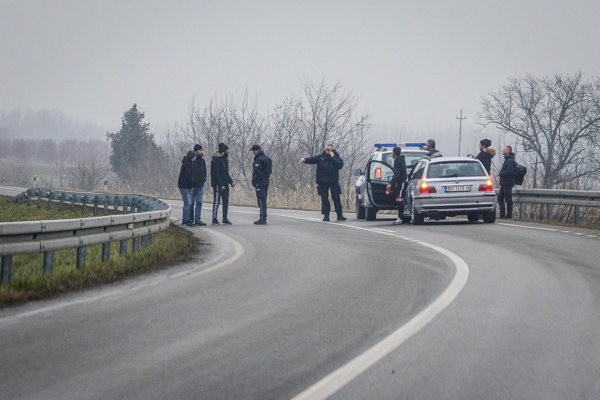 Vajon mit akartak, hogy képzelték a jövőt? (Embercsempészek és ügyfeleik lekapcsolása a szerb-magyar határtól alig ötszáz méterre.)