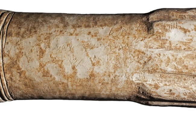 Az oltáron szereplő moábi nyelven írt felirat megerősíti, hogy Mésa meghódítottaAtarothot