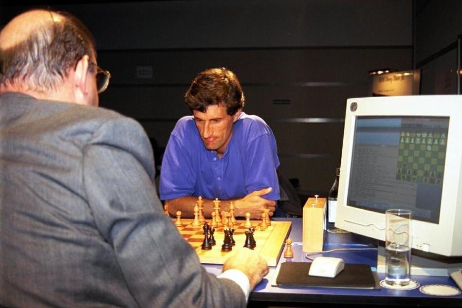 Setién Gyakran és szívesen sakkozik