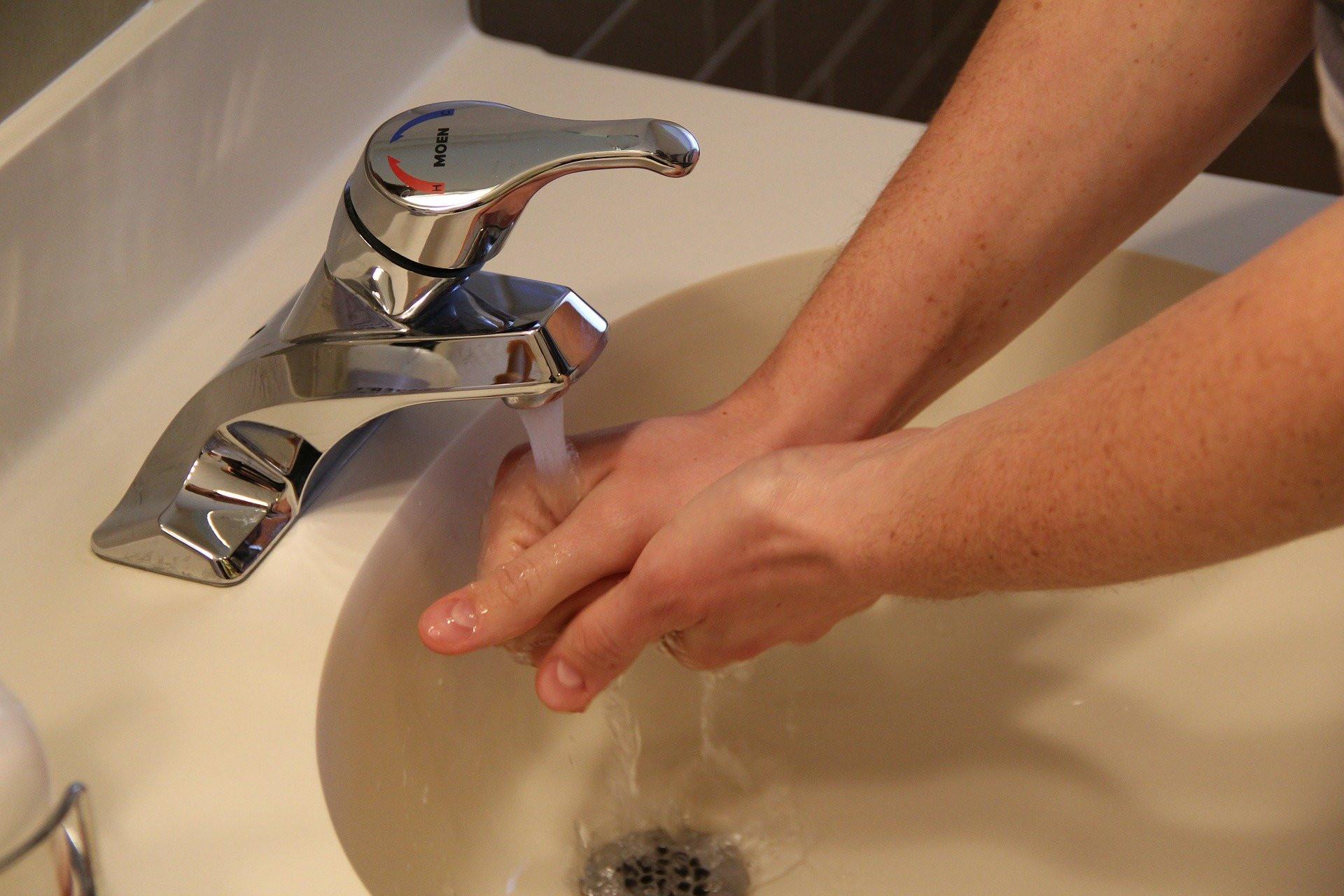 A gyakori kézmosás kiemelten fontos a védekezésben