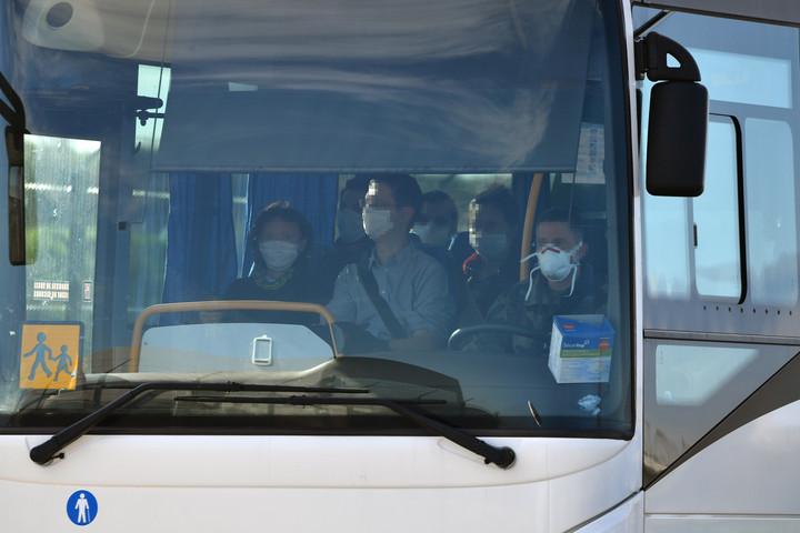 Hazaérkeztek Kínából az országot a koronavírus miatt elhagyó francia állampolgárok