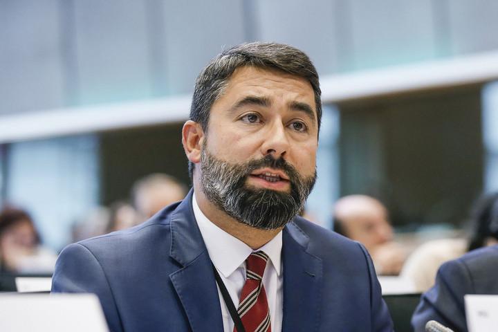 Az Európai Parlament politikai zsarolóeszközt hozna létre