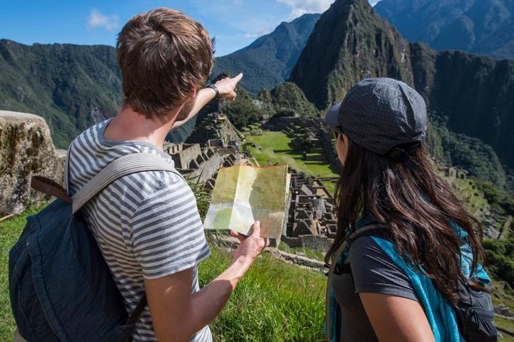 A Machu Picchut megrongáló turistákat utasítanak ki Peruból