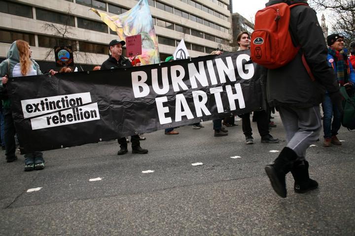 A brit belügyminiszter szerint indokolt a radikális klímaaktivisták terrorszervezetté nyilvánítása
