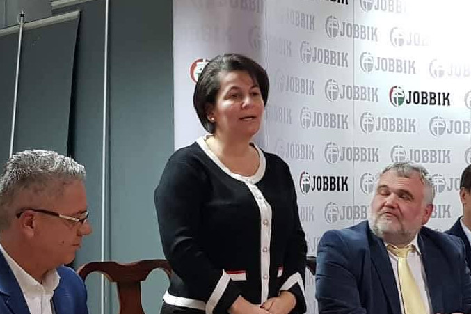 A Jobbik kizárta soraiból Varga-Damm Andreát