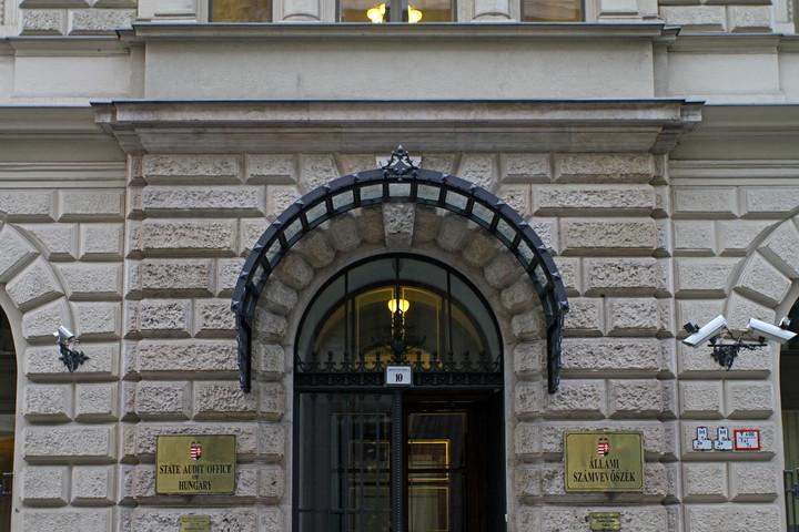 Vádat emeltek az Állami Számvevőszék épületét megrongáló Gulyás Mártonék ellen