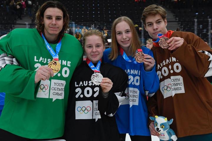 Négy magyar hokis is érmet nyert a téli ifjúsági olimpián