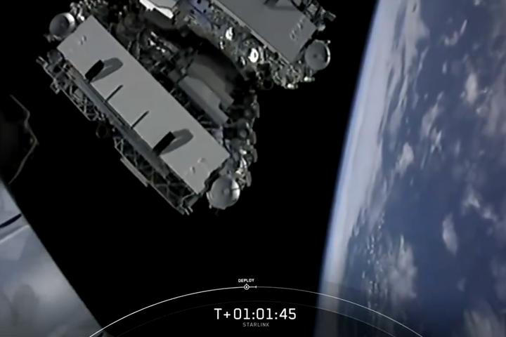 Újabb hatvan műholdat bocsátott fel a SpaceX
