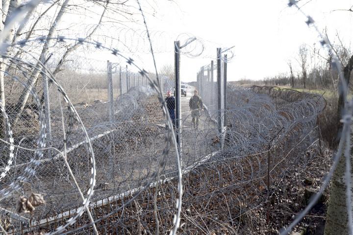 Több mint 300 határsértő ellen intézkedtek a hétvégén