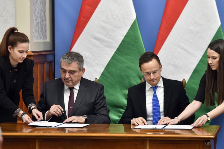 Szijjártó: A gyógyszeripar kulcsszerepet játszik a magyar gazdaság dimenzióváltásában