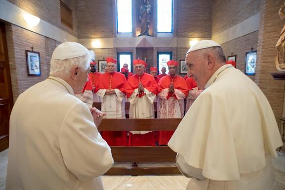 """""""Egyre szűkebbnek bizonyul a Vatikán két pápa számára"""""""