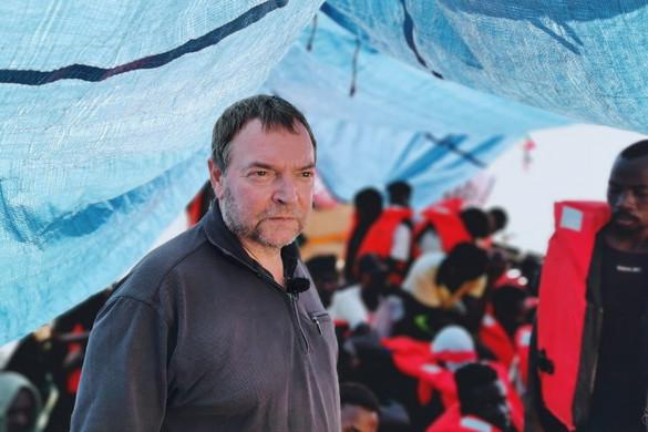 Hatalmas bírságot kapott egy migránshajó kapitánya